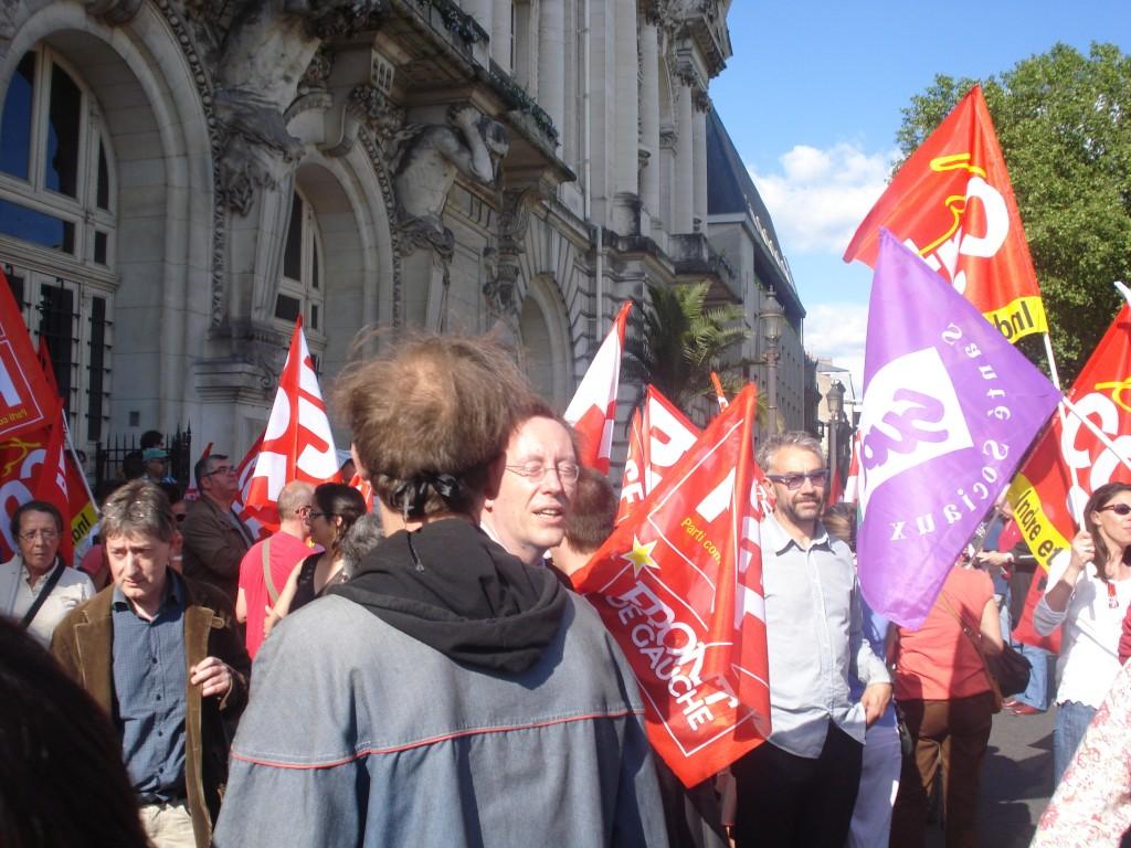 Jean-Patrick Gilles député PS est interpellé pour dégager du rassemblement